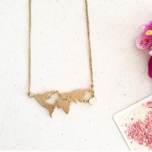 Lovely map necklace! ❤🌎