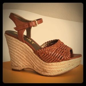 Report Shoes - ✨SALE ✨🌷🌸🌼 LN Report Wedges Size 6🌸🌼🌷
