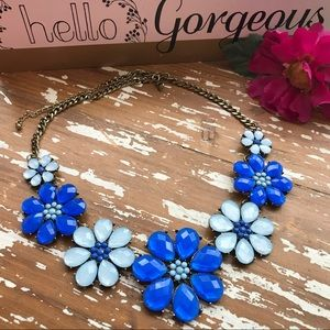 Jewelry - New 💠 Blue Crystal Flowers Necklace💠