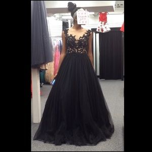 Authentic Mac Duggal Prom Dress NEW CONDITION