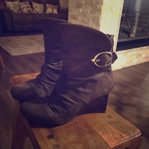 Ankle boot with wedge