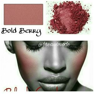 Mary Kay Other - Bold Berry - Mineral Cheek Blush