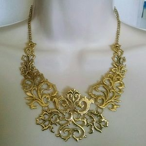 Jewelry - Beautiful antique-like gold intricate necklace