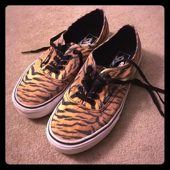 af712e1482 Vans Tiger Print Shoes (men s 7 or women s 8.5). M 58a51ae15c12f8e3f602c9e8