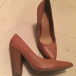 Tan/brown pointed toe pumps Call It Spring