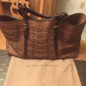 Bottega Veneta Handbags - Bottega Veneta medium tan tote