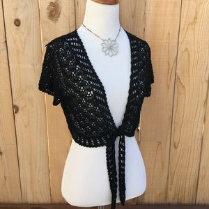 Sweaters - 🆕🎁 Crocheted Black Lacey Shrug