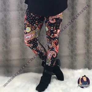 Buttery soft wild paisley bright leggings NWT OS