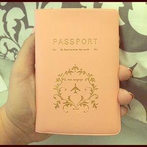 Accessories - Pretty Passport Holder 💕