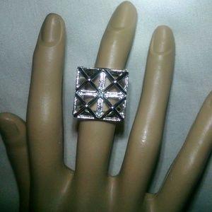 Jewelry - Beautiful silvertone unique design ring