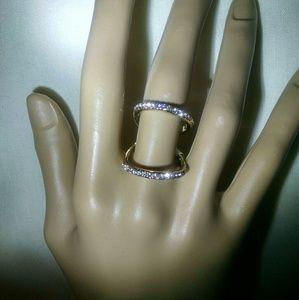 Jewelry - Gorgeous rhinestone goldtone unique design ring