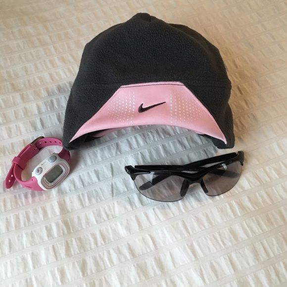 Soft fleece Nike Running ponytail hat. M 58beb72ef739bc89c911e9a8 02cfc6e5962