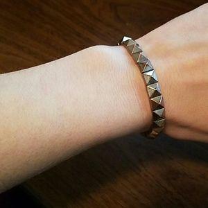 Jewelry - Stud Bracelet with some Stretch