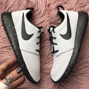 Nike Shoes - NWT Nike ID roshe white on black Oreo