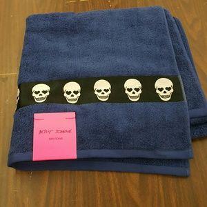 Betsey Johnson Other - Betsey Johnson skull bath towel