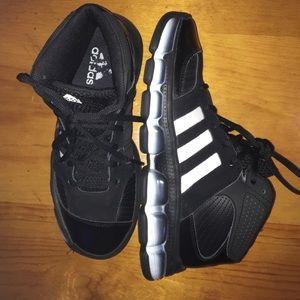Adidas Shoes - Adidas size 6.5 💕🔥