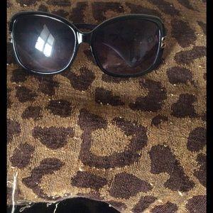 Oscar de la Renta Accessories - Black Oscar De La Renta Sunglasses 👓