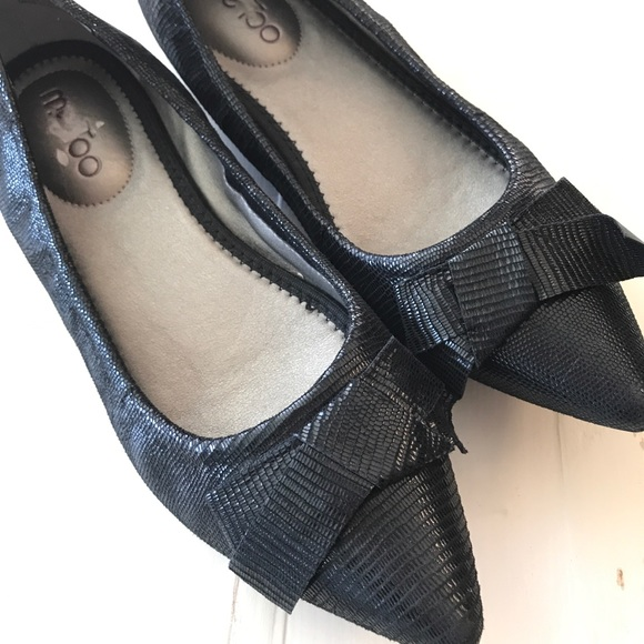me too Shoes - Black bow pointed toe flats