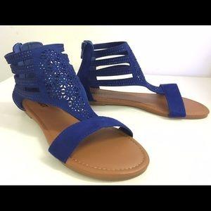 SHOEROOM21 boutique Shoes - Ladies height top flat sandal. Navy Blue. NIB