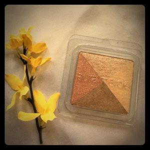laura mercier Other - 💥Laura Mercier- Le Bloc- 'bronzing brick'💥