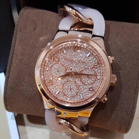 51112e59b38f Michael Kors 4283 Rose Gold Tone Twist Watch. M 58a637dd41b4e052e101d946