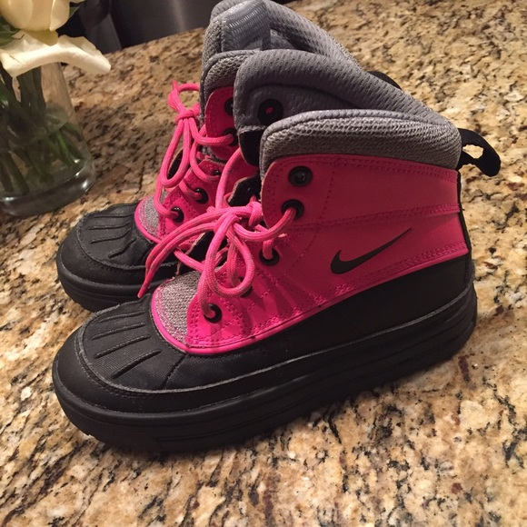 509485b91d Kids acg Nike waterproof boots. M 58a645f9a88e7d9956020d6b