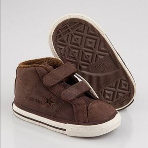 Converse Other - NEW IN BOX CONVERSE KIDS BOYS BOOTS Size:9 (25)