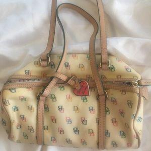 Small Dooney & Bourke purse