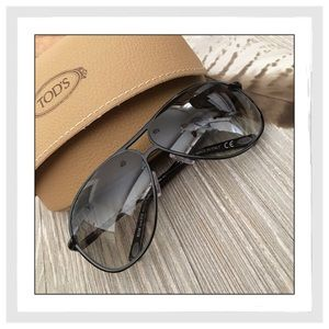 Tod's Accessories - ✨Tod's Black Metal & Leather Aviator Sunglasses✨