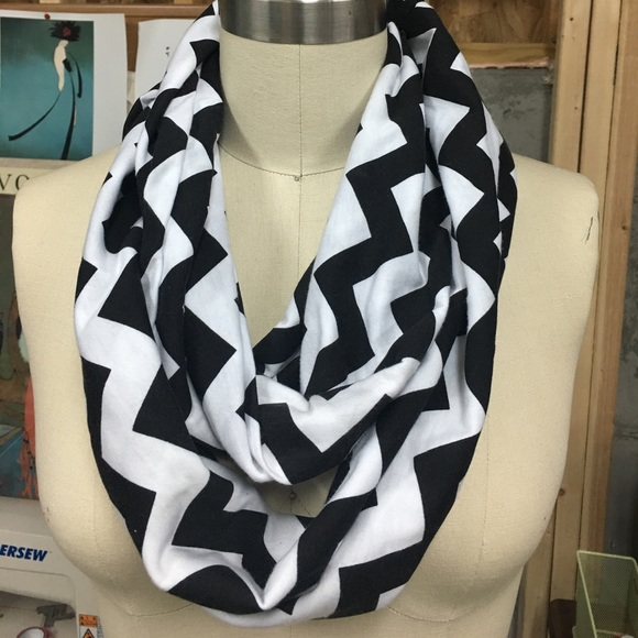 Accessories - Chevron scarf