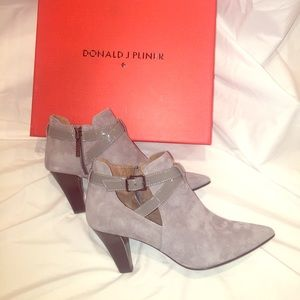 🆕 Donald J Pliner Gray Leather & Suede Ankle Boot