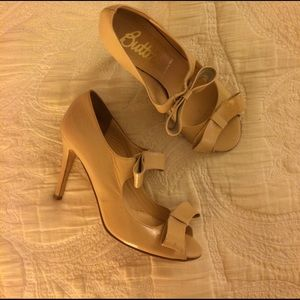 Butter Shoes Shoes - Butter Nude Bow Heels Size 8 Made in Italy