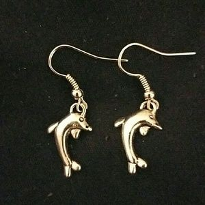 Jewelry - 🆑*Adorable Dolphin Earrings*🆑