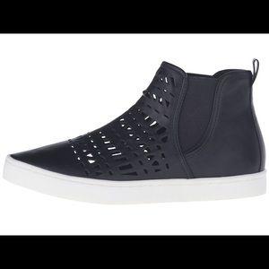 Report Shoes - NIB Report Arcetia Sneakers