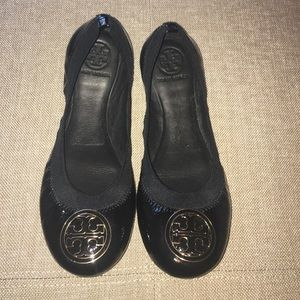 Tory Burch Shoes - 🎈SUNDAY SALE🎈Tory Burch Black Caroline Flats