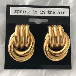 Jewelry - Absolutely Stunning Gold  Pierced Preppy Earrings