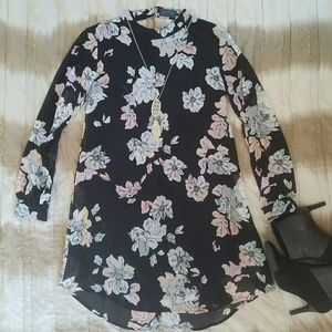 ASTR Floral Open Back Shift Dress EUC