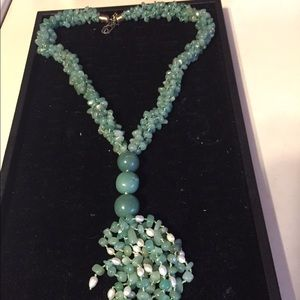 Jewelry - Chipped bead and pearl necklace💚