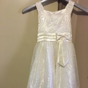 Formal dress champagne color with sequins