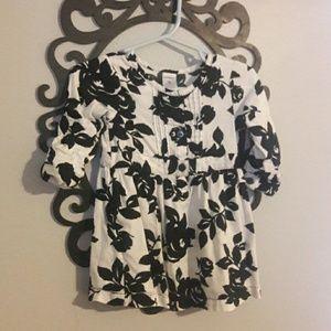 Carter's baby dress size 9months
