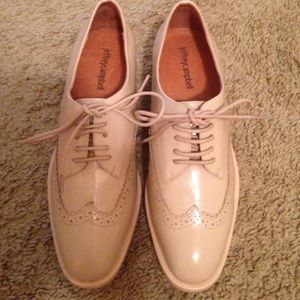 Jeffrey Campbell Shoes - Jeffrey Campbell patent oxfords sz 8.5 fit like 8