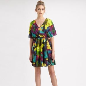 Alice + Olivia Dresses & Skirts - NWT Alice + Olivia Kyra Abstract Dolman Silk Dress