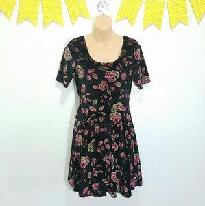 Francesca's Collections Dresses & Skirts - Velvet Scoop Neck Baby Doll Black Floral Dress I9