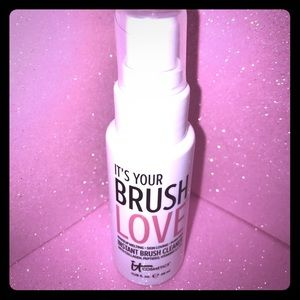 it cosmetics Other - IT's YOUR BRUSH LOVE! IT COSMETICS makeup cleaner