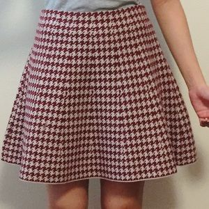 NWOT Burgundy houndstooth patterned a line skirt