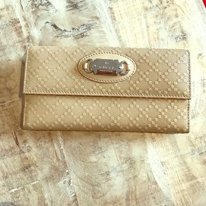 Gucci Beige leather wallet