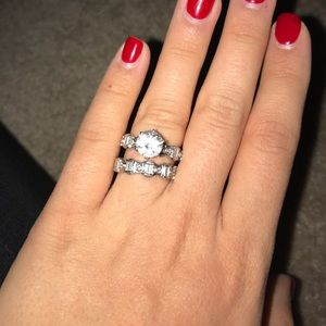 Jewelry - $1000🎄Authentic platinum diamond engagement ring