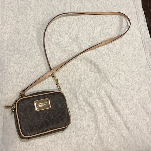 641dcf80b Michael Kors Jet Set Small monogram crossbody bag!  M_58a79c135c12f862ec02384b