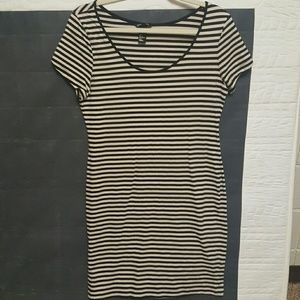 H&M Dresses & Skirts - !!PRICE IS FIRM!! Navy Blue and White Dress Size L