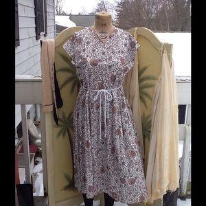 Vtg Nylon flower Shift Dress....pretty